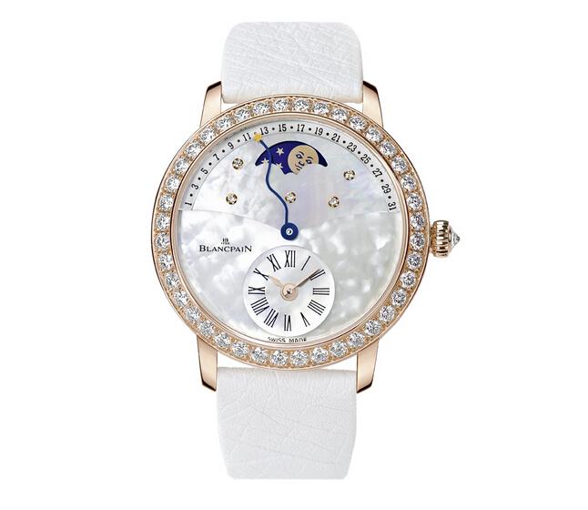 宝珀偏心日期逆跳女装月相腕表,华钻天空背景表盘映衬下熠熠生辉
