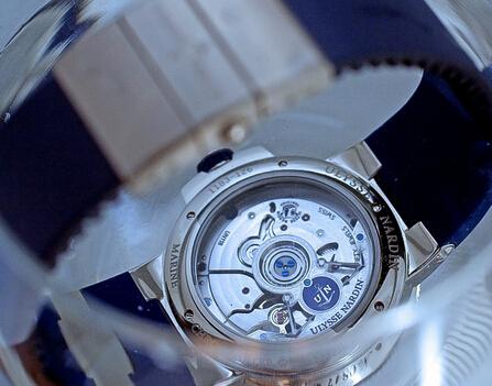 雅典腕表拥有60小时动力储备,拥有COSC瑞士官方天文台认证
