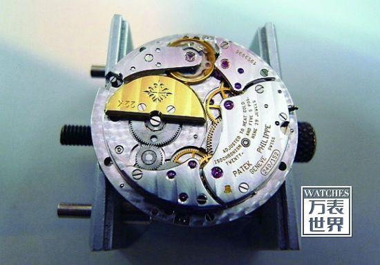 Cal.240为目前报答费力的主力自动机芯,厚度为2.4mm,虽为单向上链,但上链效能良好。