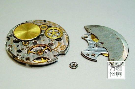 伯爵25P机芯配用了十余组滚珠承轴,堪称最特别与疯狂地设计