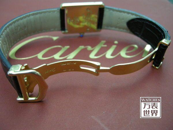 卡地亚手表的独特魅力 不管是卡地亚哪个系列的手表,都带有鲜明的卡地亚的符合与特色。简洁、优雅、迷人,无时无刻不在散发着属于卡地亚的气息。男士卡地亚手表线条感十足,能够满足男性在不同场合的需求,更好地彰显男士的商务精英感;女士卡地亚手表注重设计,讲究不经意之间流露出的女性魅力,戴上更能够体现女士独特的品味。而抛开卡地亚手表的外观不谈,每一块卡地亚手表都是经久耐用的,您购买了卡地亚的手表,绝对不需要担心不经用或者容易坏的问题,卡地亚手表的品质您是绝对可以放心的,选择了卡地亚您就等于是选择了一生相伴。 从卡地亚
