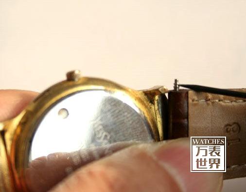手表皮表带拆卸示意图 皮表带拆卸步骤