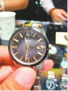 手表进水有雾气_我的手表进水了怎么办用吹风机吹处理可以吗?