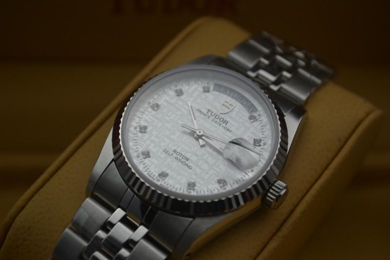 手表镜面有划痕如何修复,手表镜面划痕处理方法