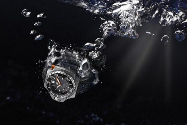 欧米茄海马系列Ploprof 1200米潜水表再度回归