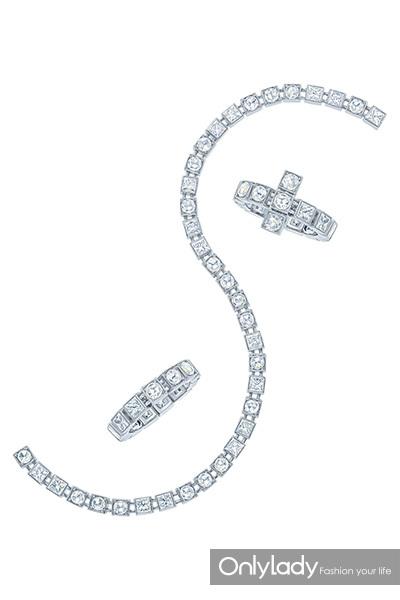 蒂芙尼victoria系列钻石耳坠以及由蒂芙尼设计总监francesca