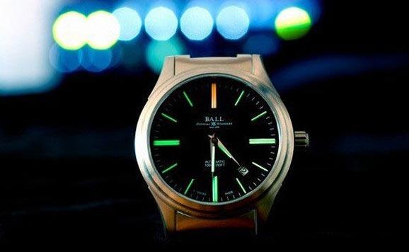 探究五大腕表品牌的经典夜光技术