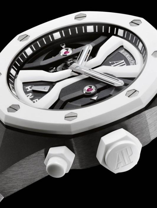 而皇家橡树腕表作为世界上第一枚运用精钢打造出的奢华腕表