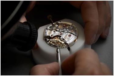 亨利慕时每枚腕表均为纯手工制作和加工,也因此珍罕稀世