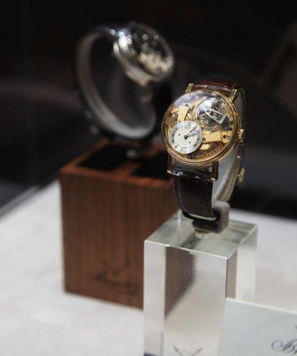 宝玑表时计发明先驱,宝玑腕表与你探索奥秘与发展历程